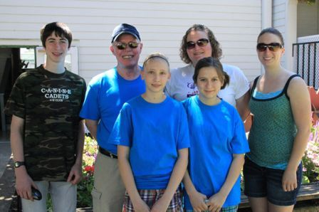 Local 4-H clubs working at our shows and raising money for their groups. CKC contributing to the community.